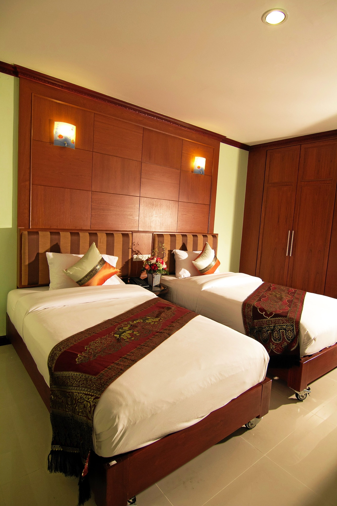 Sky Suites, Khlong Toey