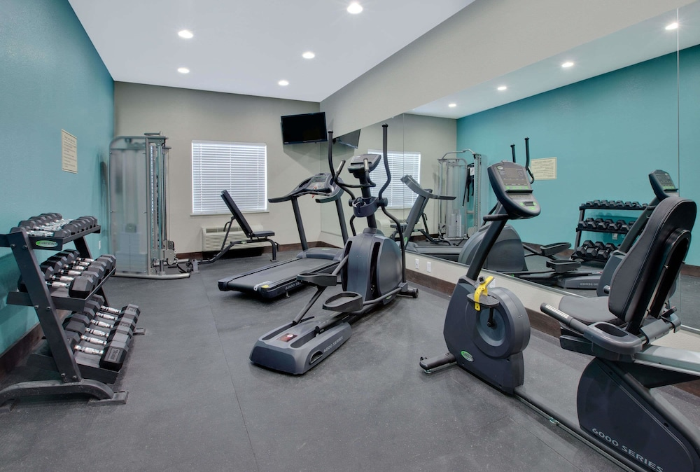 Health and Fitness : Fitness Facility 11 of 37