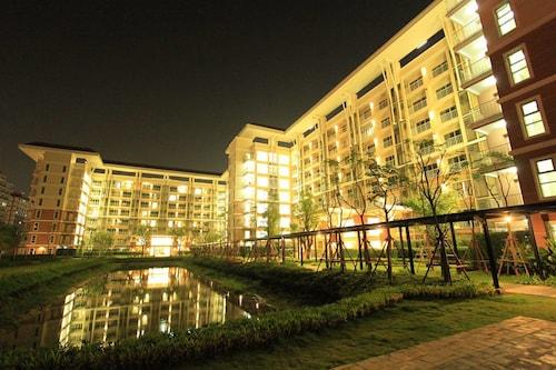 Grow Residences, Khan Na Yao