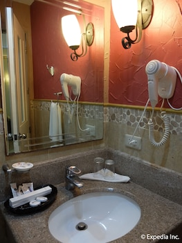 Willy's Beach Hotel Boracay Bathroom Sink