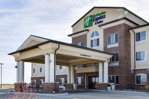 . Holiday Inn Express & Suites Nevada, an IHG Hotel