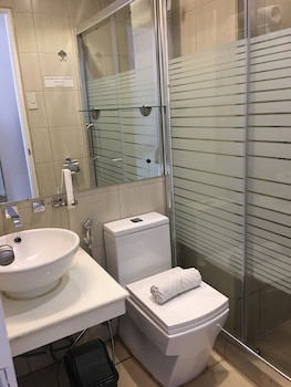 Regency Grand Suites Manila Bathroom