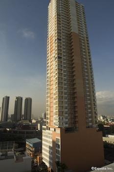 Regency Grand Suites Manila Hotel Front