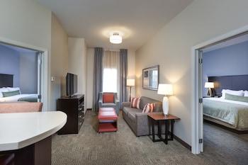 Suite, 2 Bedrooms, Non Smoking (1 King Bed & 2 Queen Beds)