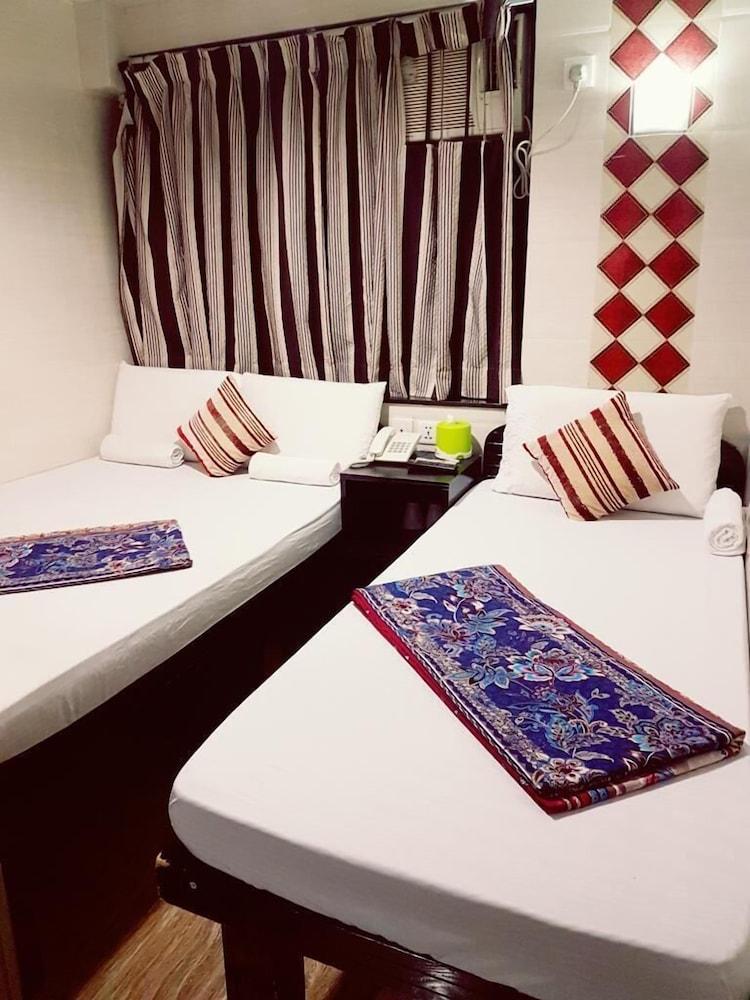 Hotel Canadian Hostel