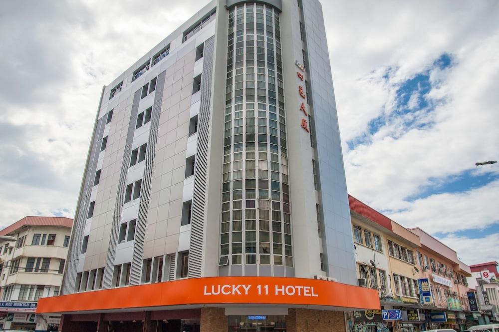 ラッキー 11 ホテル
