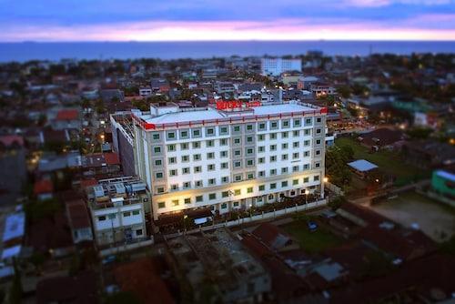 . Rocky Plaza Hotel Padang
