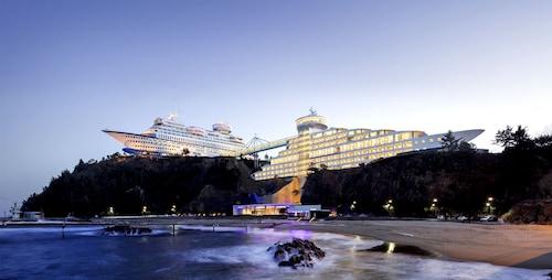 . Sun Cruise Resort and Yacht