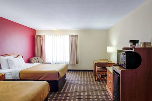 . Econo Lodge Inn & Suites