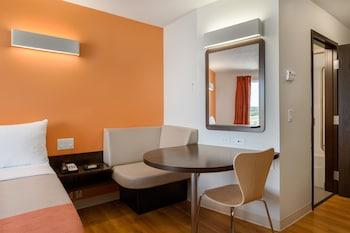 Deluxe Room, 2 Queen Beds, Non Smoking, Kitchenette
