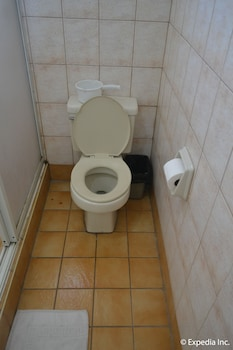 Tagaytay Country Hotel Bathroom Shower