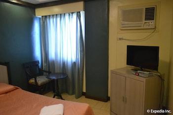 Tagaytay Country Hotel Guestroom
