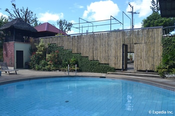 Tagaytay Country Hotel Outdoor Pool
