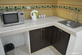 Tagaytay Country Hotel In-Room Kitchenette