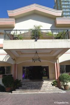 Tagaytay Country Hotel Hotel Entrance