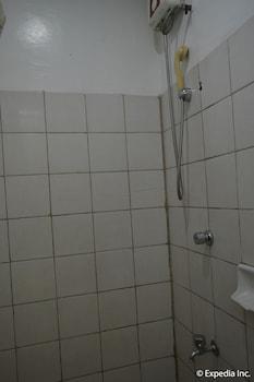 Tagaytay Country Hotel Bathroom