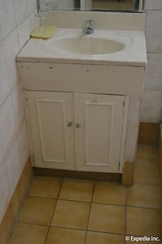 Tagaytay Country Hotel Bathroom Sink