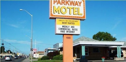 Parkway Motel, Middlesex