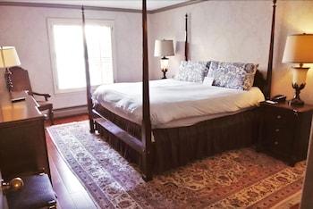 2 Bedroom Suite, 1 King and 1 Queen