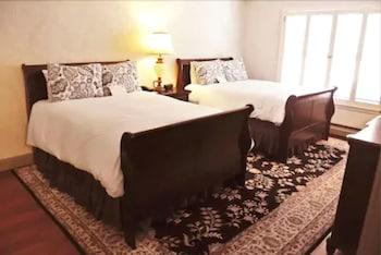 2 Bedroom Suite, 2 Doubles and 1 Queen