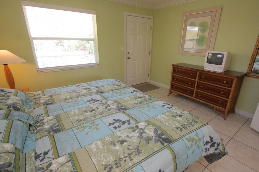 Two Bedroom, Two Bath Beachside Condo