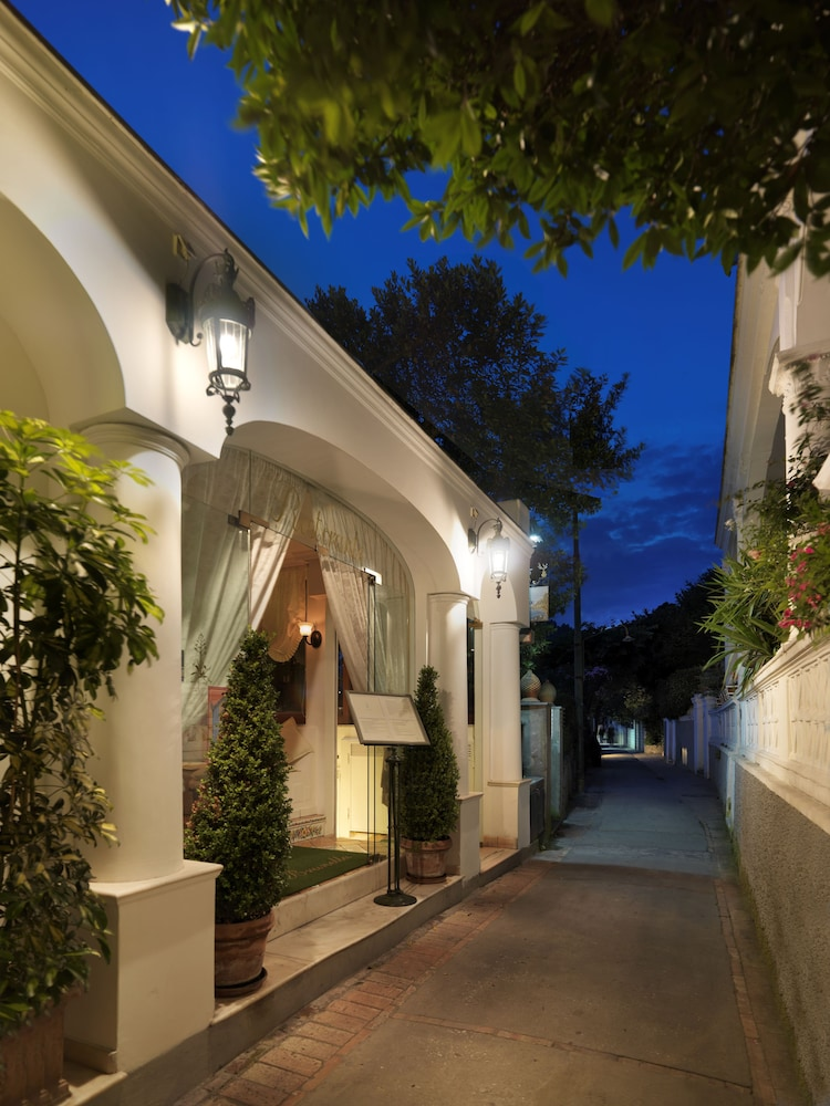 Hotel Villa Brunella Qantas Hotels