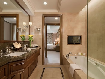 Discovery Primea Makati Bathroom