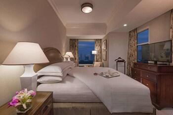 Discovery Primea Makati Room
