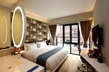 Room, 1 King Bed (City View or Courtyard View)