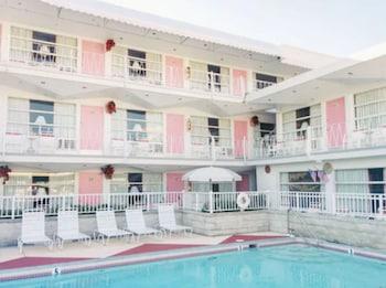 粉紅香檳汽車旅館 Pink Champagne Motel