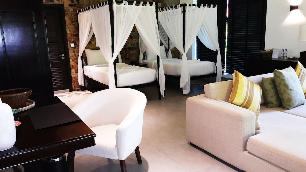 https://i.travelapi.com/hotels/9000000/8710000/8704100/8704041/bb4640f5_z.jpg