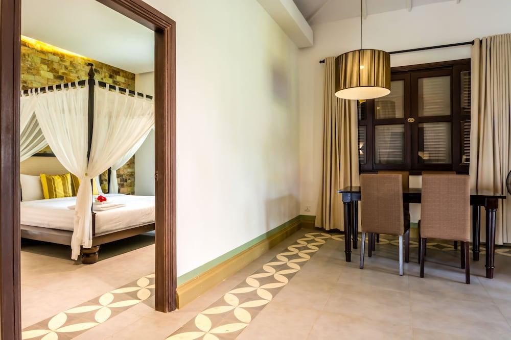 https://i.travelapi.com/hotels/9000000/8710000/8704100/8704041/fe354dc5_z.jpg