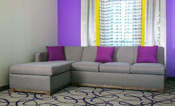 Living Area at Holiday Inn Express & Suites Garland E - Lake Hubbard I30 in Garland