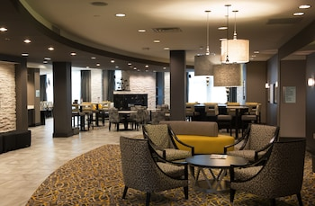 Holiday Inn Express & Suites M..