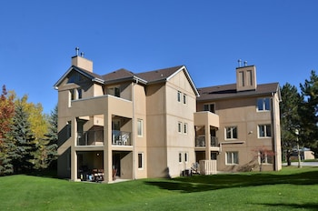 Hotel - The Lodges at Blue Mountain - Mountain Walk Condos