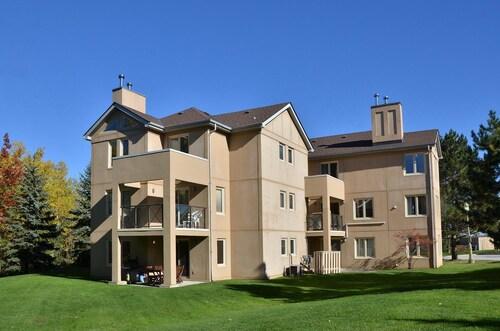 The Lodges at Blue Mountain - Mountain Walk Condos, Grey