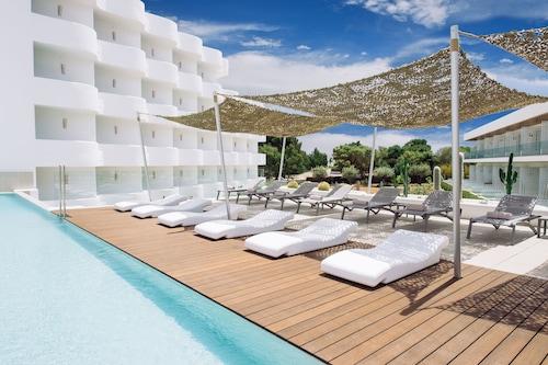 . Inturotel Cala Esmeralda Beach Hotel & Spa - Adults Only