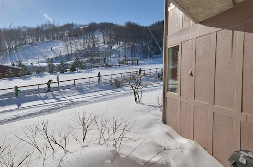 The Lodges at Blue Mountain - Cachet Crossing Condos, Grey