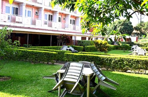 Areba Hotel, Busiiro