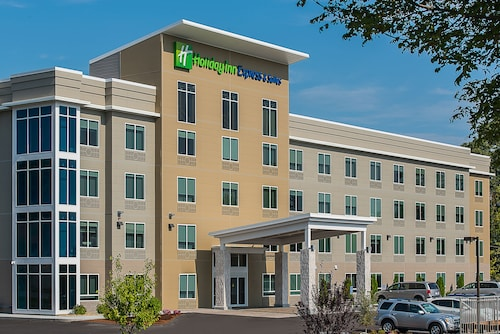 . Holiday Inn Express & Suites Norwood-Boston Area, an IHG Hotel