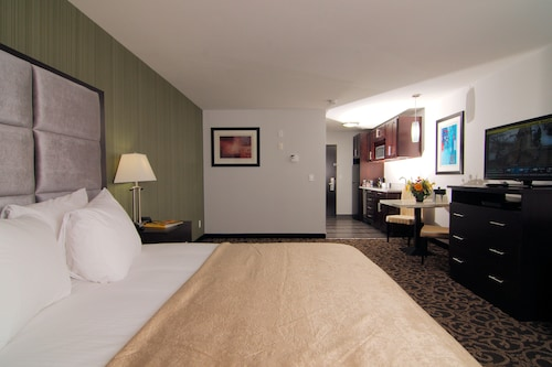 . Paradise Inn and Suites-Redwater