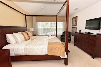6 Bedroom Pool Home