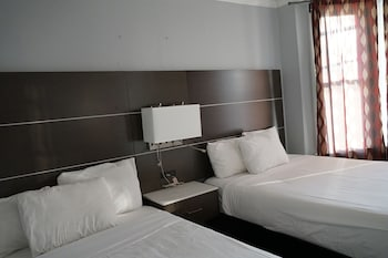 Deluxe Room, 2 Double Beds, Shared Bathroom
