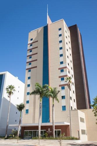 . Delmond Hotel