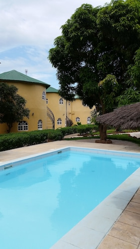 Oasis Relax Lodge, Kombo Saint Mary