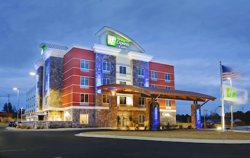 . Holiday Inn Express & Suites Hot Springs