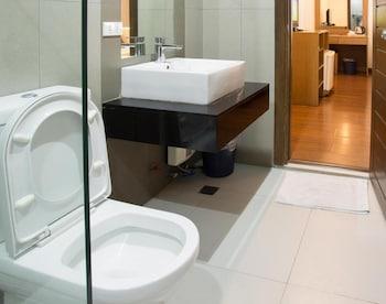 Vieve Hotel Manila Bathroom
