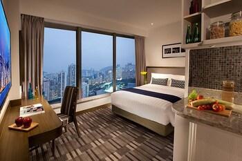https://i.travelapi.com/hotels/9000000/8800000/8792600/8792570/8d2f5131_b.jpg
