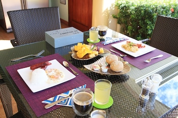 Villa Pedro - Boutique Hotel Negros Oriental Breakfast Area