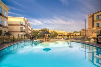 卡爾斯巴德假日飯店 - IHG 飯店 Holiday Inn Carlsbad, an IHG Hotel